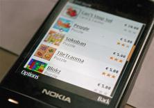 <p>L'enseigne en ligne Ovi qui regroupe les activités de Nokia sur internet. Avec 86 millions d'utilisateurs à ses services en ligne, Nokia a dépassé son objectif de 80 millions de clients prévu pour la fin 2009, selon des sources au fait de ces chiffres. /Photo d'archives/REUTERS/Tarmo Virki</p>
