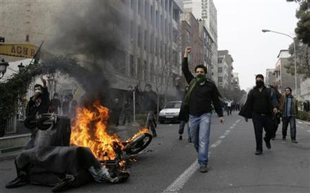 Iranian protesters, with their faces covered, shout during fierce clashes in central Tehran December 27, 2009. REUTERS/Stringer