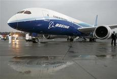 <p>The Boeing 787 Dreamliner sits on the tarmac at Boeing Field in Seattle, Washington after its maiden flight, December 15, 2009. REUTERS/Robert Sorbo</p>