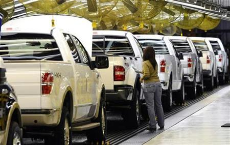 An employee works on the 2009 Ford F-150 on the assembly line at Ford's Kansas City Assembly Plant in Claycomo, Missouri October 2, 2008. REUTERS/Sam VarnHagen/Ford Motor Co/Handout