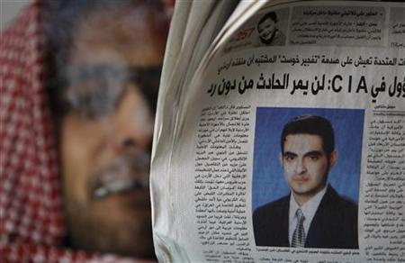 A man reads a copy of the day's newspaper whose front page shows a photo of suspected suicide bomber Humam Khalil Abu-Mulal al-Balawi in Amman January 9, 2010. REUTERS/Ali Jarekji