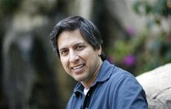 "<p>Actor Ray Romano, who gives voice to Manny in the animated movie ""Ice Age: Dawn of the Dinosaurs,"" poses for a portrait in Marina del Rey, California June 8, 2009. REUTERS/Mario Anzuoni</p>"