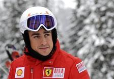 """<p>Fernando Alonso da Fórmula 1 participa de """"reunião de ski"""" dos integrantes da F1 em Madonna di Campiglio, Itália, no dia 12 de janeiro. Alonso disse já estar apaixonado pela Ferrari e afirmou que o ambiente de trabalho na escuderia italiana é melhor do que em qualquer outra equipe -- especialmente a McLaren. REUTERS/Alessandro Bianchi</p>"""