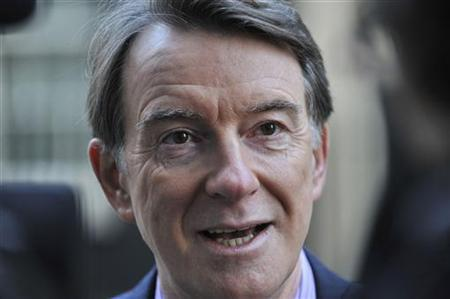 Britain's Business Secretary Peter Mandelson addresses members of the media outside 10 Downing Street in London December 15, 2009. REUTERS/Jas Lehal