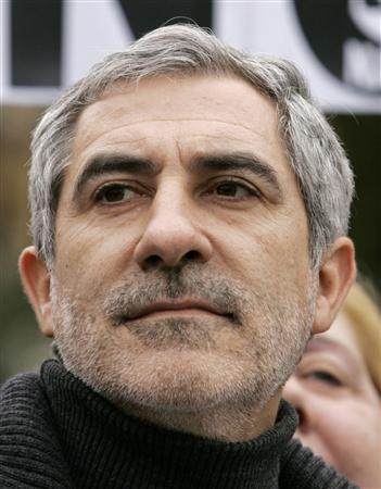 Former leader of Spain's United Left, Gaspar Llamazares, attends a demonstration in central Seville in this February 4, 2007 file photo. REUTERS/Marcelo del Pozo/Files
