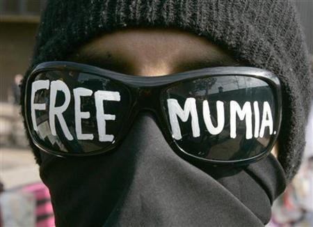 A demonstrator has ''Free Mumia'' painted on his sunglass lenses, outside the federal courthouse during the appeal of convicted murderer Mumia Abu Jamal in Philadelphia, Pennsylvania May 17, 2007. REUTERS/Tim Shaffer