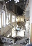 <p>Разрушенная городская больница города Луганска, Украина. 18 января 2010 года. Пять человек погибли на Украине в результате взрыва кислородного баллона в реанимационном отделении городской больницы на востоке страны, сообщили спасатели. REUTERS/Ho New</p>
