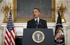 <p>Президент США Барак Обама выступает в Белом доме в Вашингтоне 7 января 2010 года. Прошел год с тех пор, как президент США Барак Обама пообещал применить новый подход к внешней политике, предложив вести диалог с противниками, такими, как Иран, и теперь от него требуют ответов по целой серии политических инициатив. REUTERS/Jason Reed</p>