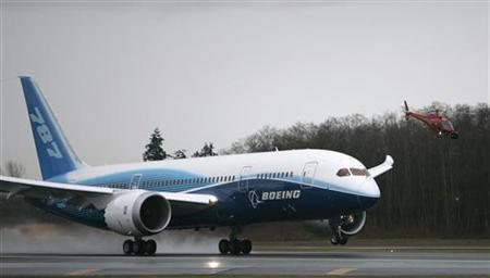 The Boeing 787 Dreamliner takes off on its maiden flight at Paine Field in this December 15, 2009 file photo. REUTERS/Robert Sorbo