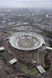 """<p>Вид с воздуха на Олимпийский стадион в Лондоне 12 ноября 2009 года. Дэвид Голд и Дэвид Салливан, бывшие владельцы """"Бирмингем Сити"""", завершили покупку клуба английской Премьер-лиги """"Вест Хэм"""" и хотят, чтобы Олимпийский стадион в Лондоне стал домашним стадионом их команды. REUTERS/Olympic Delivery Authority/Anthony Charlton/Handout</p>"""