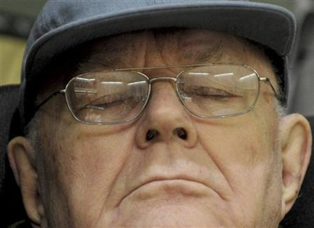 Accused Nazi death camp guard John Demjanjuk is pictured in a court in Munich, January 19, 2010. REUTERS/Oliver Lang/Pool