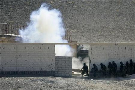 Members of Yemen's anti-terrorism unit storm an assumed militant site during a training exercise near the Yemeni capital Sanaa in this January 16, 2010 file photo. Yemen has made progress in its U.S.-backed fight against al Qaeda, but the extremist group continues to spread elsewhere and has some two dozen affiliates across a swath of the globe, U.S. officials said on Wednesday. REUTERS/Khaled Abdullah