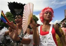 <p>Трансвеститы принимают участие в гей-параде во время фестиваля Gaijatra в Катманду 17 августа 2008 года. REUTERS/Deepa Shrestha</p>