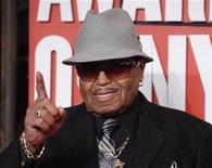 <p>Foto de archivo de Joe Jackson a su llegada a los premios MTV Video Music Awards en Nueva York, sep 13 2009. Los abogados del patrimonio de Michael Jackson dijeron que no deberían pagar a Joe, padre del fallecido cantante pop, una mesada de 15.000 dólares. REUTERS/Eric Thayer</p>