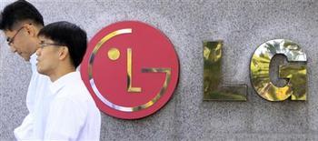 <p>Le groupe sud-coréen LG Electronics Inc publie un bénéfice net trimestriel inférieur aux attentes, les coûts liés au marketing ayant pesé sur les résultats malgré la solidité des ventes de téléviseurs à écrans plats. /Photo d'archives/ REUTERS/Lee Jae-Won</p>