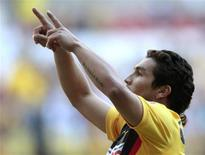 <p>Atacante da seleção paraguaia de futebol Salvador Cabañas, que foi baleado na cabeça, mostra sinais de melhora, mas segue em estado grave (foto de arquivo). REUTERS/Henry Romero</p>