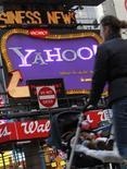 <p>Yahoo a annoncé anticiper un chiffre d'affaires du premier trimestre 2010 équivalent, voire légèrement supérieur, à celui de la même période de 2009, à l'occasion de la publication de résultats du quatrième trimestre conformes aux attentes des analystes financiers. /Photo prise le 25 janvier 2010/REUTERS/Brendan McDermid</p>
