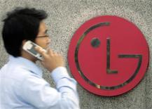<p>Le groupe sud-coréen LG Electronics s'attend à une amélioration de ses résultats au premier trimestre sous l'impulsion de la reprise économique mondiale qui devrait permettre aux consommateurs d'acheter davantage de ses produits. /Photo d'archives/REUTERS/Choi Bu-Seok</p>