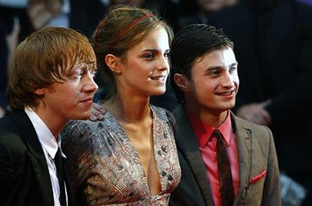 British actors Rupert Grint (L-R), Emma Watson and Daniel Radcliffe arrive for the world premiere of ''Harry Potter and the Half Blood Prince'' at Leicester Square in London in this July 7, 2009 file photo. REUTERS/Luke MacGregor