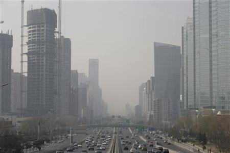 Buildings are seen on a hazy day in Beijing January 26, 2010. Beijing's Mayor Guo Jinlong said on Monday that the Chinese capital faces an ''extremely serious'' pollution problem, unveiling a target for ''blue sky days'' below the number achieved for all of 2009. REUTERS/Jason Lee