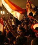 <p>Египетские фанаты отмечают победу в полуфинале Кубка африканских наций национальной сборной по футболу над Алжиром, Каир 28 января 2010 года. Египет и Гана сыграют в финале Кубка африканских наций, причем египтяне в случае победы могут побить абсолютный рекорд турнира. REUTERS/Asmaa Waguih</p>