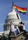 <p>Persone durante una manifestazione per i diritti gay nei pressi del Campidoglio. Foto d'archivio. REUTERS/Molly Riley</p>
