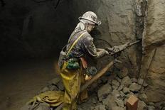 <p>Un modelo de un minero al interior del museo Cerro Rico en Potosí, Bolivia, ene 29 2010. A más de 4.200 metros sobre el nivel del mar, en las entrañas del famoso Cerro Rico de Potosí, en Bolivia, se encuentra un museo que repasa 500 años de historia minera. REUTERS/David Mercado</p>