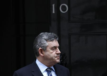 Prime Minister Gordon Brown waits to greet Palestinian President Mahmoud Abbas on the steps of 10 Downing Street in central London, January 29, 2010. REUTERS/Suzanne Plunkett