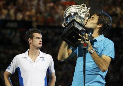 Britain's Andy Murray looks on as Roger Federer of Switzerland kisses the champion's trophy at the conclusion of their men's singles final at the Australian Open tennis tournament in Melbourne January 31, 2010. REUTERS/Tim Wimborne