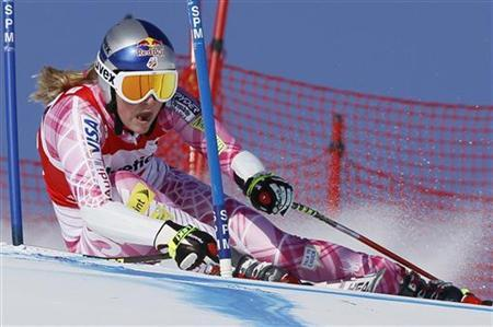Lindsey Vonn of the U.S. skis on her way to clock the fastest time and win the women's Alpine Skiing World Cup Super G race in St. Moritz January 31, 2010. REUTERS/Wolfgang Rattay