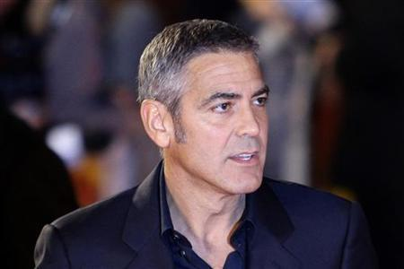 U.S. actor George Clooney poses for photographers as he arrives for the gala screening of the film ''The men who stare at goats'' in Leicester Square, London October 15, 2009. REUTERS/Stefan Wermuth
