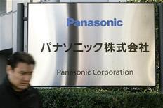 <p>Panasonic fait état d'un bénéfice trimestriel multiplié par près de quatre grâce à la réduction de ses coûts et les ventes solides de ses téléviseurs, tout en relevant ses prévisions, désormais supérieures à celles du marché. /Photo d'archives/REUTERS</p>