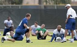 <p>Indianapolis Colts quarterback Peyton Manning (L) talks to teammate Tyjuan Hagler (C) and head coach Jim Caldwell (R) while stretching during workout at the Miami Dolphins training facility in Davie, Florida, February 4, 2010. REUTERS/Hans Deryk</p>