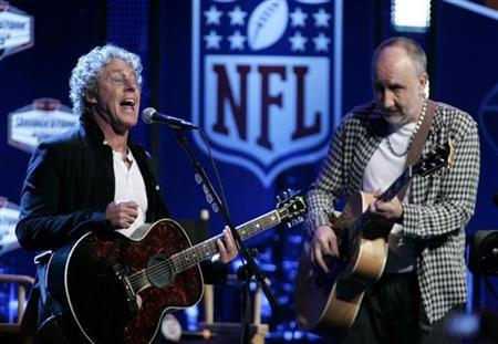 Members of the rock group 'The Who', Roger Daltrey (L) and Pete Townshend perform at a media conference in advance of their appearance in the half-time show in the NFL's Super Bowl XLIV football game in Fort Lauderdale, Florida February 4, 2010. REUTERS/Joe Skipper