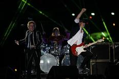 <p>Roger Daltrey (L) and Pete Townshend (R) of British rock band 'The Who' performs during the NFL's Super Bowl XLIV football game in Miami, Florida, February 7, 2010. REUTERS/Mike Segar</p>