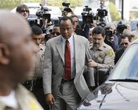 <p>Conrad Murray, médico de Michael Jackson, na chegada ao tribunal nesta segunda-feira. REUTERS/Danny Moloshok</p>