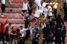 <p>Un'immagine di repertorio di scontri tra tifosi del Napoli e forze dell'ordine.</p>