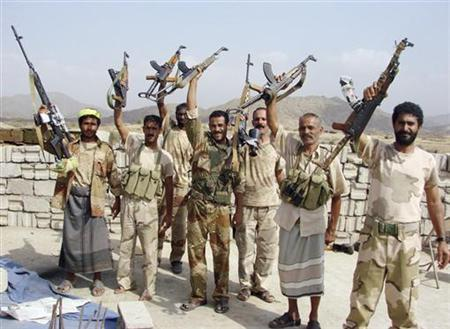 Yemeni soldiers hold up their weapons in the northwestern Yemeni province of Saada, where the army is fighting Shi'ite rebels, in this undated picture released by the Yemeni army January 24, 2010. REUTERS/Yemen Army/Handout