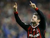 <p>Alexandre Pato do Milan comemora gol contra o Real Madrid em jogo da Liga dos Campeões em outubro. Junto a Alessandro Nesta, Pato volta ao Milan na sexta-feira após se recuperar de lesão. REUTERS/Sergio Perez 21/10/2009</p>