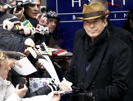 Actor Pierce Brosnan signs autographs as he arrives for a photocall to promote the movie ''The Ghost Writer'' at the Berlinale International Film Festival in Berlin February 12, 2010. REUTERS/Fabrizio Bensch