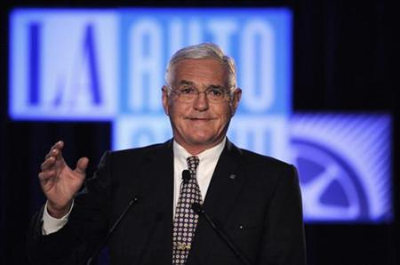 GM Vice Chairman Bob Lutz gives the keynote address at the LA Auto show in Los Angeles December 2, 2009. REUTERS/Phil McCarten