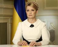 """<p>Юлия Тимошенко во время телеэфира в Киеве, 13 февраля 2010 года. Юлия Тимошенко, проигравшая президентские выборы на Украине неделю назад, прервала молчание и объявила опередившему её на 3,5 процента Виктору Януковичу войну до последнего, пообещав """"никогда"""" не признавать его президентом. REUTERS/Alexander Prokopenko/Pool</p>"""