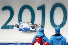 <p>Armin Zoeggler durante le prove della gara di slittino alle Olimpiadi di Vancouver 2010. REUTERS/Jim Young</p>