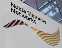 <p>Nokia Siemens Networks et Iliad sont entrés en négociations exclusives afin que NSN fournisse le coeur du réseau 3G du quatrième opérateur Free Mobile. /Photo d'archives/REUTERS/Michaela Rehle</p>