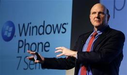 <p>O presidente-executivo da Microsoft, Steve Ballmer, apresentou o novo Windows Phone 7 no MobileWorld Congress em Barcelona. 15/02/2010 REUTERS/Albert Gea</p>