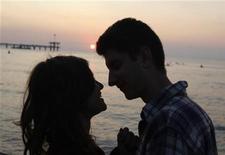 <p>Près d'un internaute sur trois considère les sites de rencontres comme un bon moyen de trouver l'âme soeur, selon un sondage international réalisé pour le BBC World Service. /Photo d'archives/REUTERS/Oleg Popov</p>