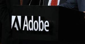<p>Adobe annonce une mise à jour de son logiciel Flash destinée à améliorer le visionnage de vidéos sur téléphones mobiles et indique que cette nouvelle version sera compatible avec la plate-forme Android de Google. /Photo d'archives/REUTERS</p>