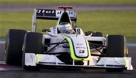 <p>Piloto Jenson Button da Brawn conduz seu carro em sessão classificatória do GP de Abu Dhabi da Fórmula 1. Os pilotos da Fórmula 1 não acreditam em um novo fenômeno como a Brown. REUTERS/Caren Firouz 31/11/2009</p>