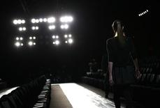 <p>A model has a rehearsal before the Max Azria Fall 2010 collection during New York Fashion Week February 16, 2010. REUTERS/Carlo Allegri</p>