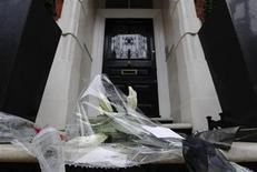 <p>Flowers from fashion designer Louise Goldin are left on the doorstep of British fashion designer Alexander McQueen the day after he was found dead in his home, in London February 12, 2010. REUTERS/Luke MacGregor</p>